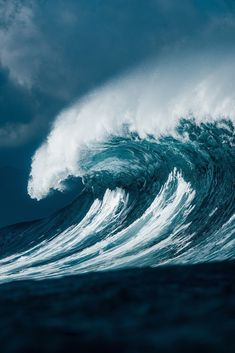 """ilaurens: """"Stormy Cresting Wave - By: (coastalcreature) """" No Wave, Photo Surf, Photo D Art, Water Waves, Sea Waves, Stürmische See, Waves After Waves, Stormy Sea, Surfing Pictures"""