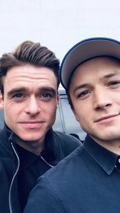 taron egerton and richard madden Richard Madden, Doctor Who, Taron Edgerton, Larry, Rocketman Movie, Cinema, Good Looking Men, My Guy, Celebrity Crush