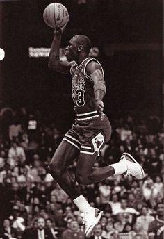 Michael Jordan Free Throw Line Jam Mike Jordan, Jordan Bulls, Michael Jordan Basketball, Love And Basketball, Basketball Jones, Nba Players, Basketball Players, Basketball Art, Charlotte Hornets
