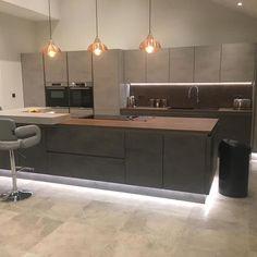 Living Room Grey, Küchen Design, Home Decor Kitchen, Ideal Home, Room Inspiration, Kitchen Cabinets, Rooms, Ideas, Modern Kitchens