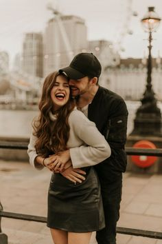 London, England Couples Shoot at the London Eye — Ranucci Photography Photo Poses For Couples, Couple Picture Poses, Couple Photoshoot Poses, Cute Couples Photos, Photo Couple, Cute Couple Pictures, Cute Couples Goals, Couple Portraits, Couple Posing