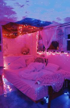 Neon Bedroom, Room Ideas Bedroom, Girl Bedroom Designs, Girls Bedroom, Diy Bedroom Decor, Hippie Bedroom Decor, Bedroom Inspo, Teen Room Decor, Hippie Bedrooms