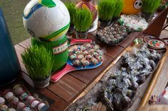 Festa tema Esportes   Macetes de Mãe Tennis Party, Sports Party, 65th Birthday, Succulents, Plants, Lucca, Happy Hour, Skate, Celebration