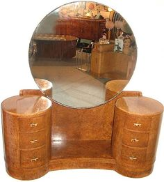 Art Deco Dressing Table I have been looking all over for this table. Art Deco Dressing Table I have Art Deco Decor, Art Deco Stil, Art Deco Home, Art Deco Era, Art Deco Design, Decoration, Design Design, Art Deco Dressing Table, Dressing Table Vanity