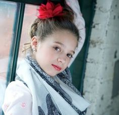 Mackenzie is open in my Faldc, who wants her? My Faldc is editing pics