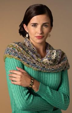 Icy day crochet cowl: free pattern - I love the colors and the delicate lacy effect!