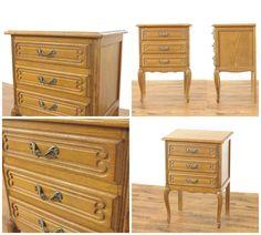 猫脚スモールチェスト(商品ID:61492)  小ぶりでかわいらしい雰囲気のチェストです。 ベッドサイドキャビネットなどにいかがでしょうか? 明るめの色がオーク材の木目の美しさを引き立てていますね。 取っ手金具も素敵ですね。  フランス 1940年頃 オーク材  サイズ W 505 x D 395 x H 715  クロネコヤマトらくらく家財便Aランクでのお届け 送料例:愛知県2,800円・東京都2,900円・宮城県3,280円・福岡県3,120円