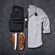 Colorful mens shirts, short sleeve button down men's shirts, casual Stylish Men, Men Casual, Trajes Business Casual, Outfit Online, Mode Man, Casual Outfits, Fashion Outfits, Fasion, Casual Attire