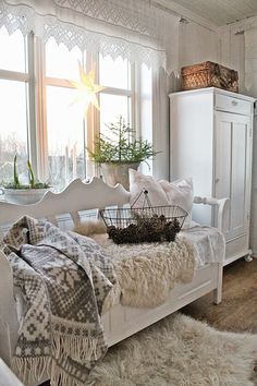 full of beautiful decorating and creativeness to inspire and delight anyone who embraces shabby, vintage, cottage, farmhouse and romantic living. Estilo Shabby Chic, Shabby Chic Style, Shabby Chic Decor, Cottage Shabby Chic, Cottage Style, Country Decor, Farmhouse Decor, Farmhouse Bench, White Farmhouse