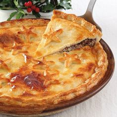 Drawing on our Nova Scotia French roots, here's a traditional Acadian recipe for the holidays or any occasion. Mom's Tourtiere with servings for French Canadian Meat Pie Recipe, French Meat Pie, Canadian Food, Canadian Recipes, French Food, Beef Recipes For Dinner, Ground Beef Recipes, Meat Recipes, Holiday Recipes