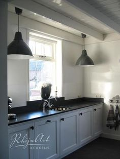 Country kitchen ideas are all about expressing your taste. Enjoy the best inspiration for 2018 and bring the country style to your lovely kitchen. Black Kitchen Cabinets, Kitchen Tops, Black Kitchens, Home Kitchens, Upper Cabinets, White Cabinets, Kitchen Soffit, Cupboards, Kitchen Interior
