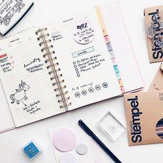 Es gibt wieder neue Moment-Stempel! Das hier ist ein Blick in Team Mitglied @loves_paper's Kreativ Planer. Für die Deko ihrer Termine setzt sie Motive der neuen Set ein. -- 10 neue Stempelplatten sind jetzt im @papierprojekt Shop erhältlich.