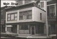 In the 50s this was Glick's Deli - we stopped there for cold cuts and hard rolls, and a big dill from a wooden barrel - Sunday supper!
