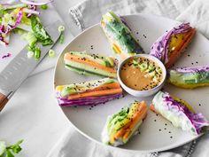 Vegane Sommerrollen mit Mango und Erdnussdip