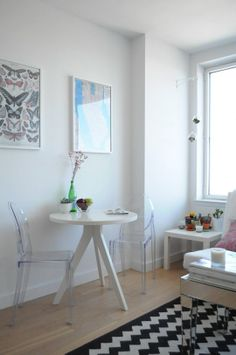 How to buy an acrylic chair louis ghost chair in small apartment Small Apartment Furniture, Small Apartment Living, Small Apartments, Dining Furniture, Home Furniture, Cute Desk Chair, Acrylic Chair, Love Your Home, Cool Chairs