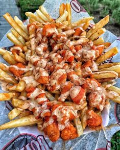 Fries 😮 do we need to say anymore? I Love Food, Good Food, Yummy Food, Buffalo Chicken Fries, Breaded Chicken, Food Obsession, Food Goals, Cafe Food, Mets