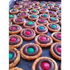 Pretzel Snacks  #easy #Christmas #Desserts do this w/chocolate or white chocolate kisses :)