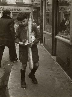 by Robert Doisneau La Baguette Parisienne, 1953 Robert Doisneau, Henri Cartier Bresson, Old Paris, Vintage Paris, French Photographers, Street Photographers, Black White Photos, Black And White Photography, Photojournalism