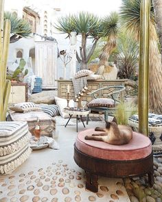 Outdoor Living Room Makeover for Small Spaces with Lowes - aoneperfume Outdoor Living Rooms, Outdoor Spaces, Pink Home Offices, Living Room Decor Set, Dining Room, Outdoor Lounge, Outdoor Decor, Backyard Patio Designs, Patio Ideas
