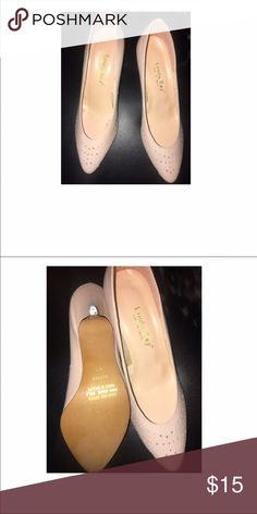 Cute pink shoes with kitten heels size 8 New condition pink shoes with cute pattern very chic small kitten heels for your all day comfort. Size 8 Shoes Heels