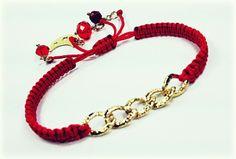 Preciosa con cadena en chapa de oro!  Disponible en café, negro, rojo y mostaza