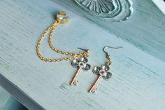 Blue Key Gold Chain Ear Cuff van oflovelythings op Etsy, $10.00