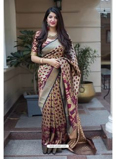 A fashionable new pattern Woven work evening party wear Beige and Maroon Color Banarasi Silk Designer Saree that specially designed for young women. A silk saree must give you a lovely look. Satin Saree, Chiffon Saree, Art Silk Sarees, Banarasi Sarees, Lehenga, Indian Designer Sarees, Indian Sarees, Kerala Saree, Fancy Sarees