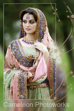 Dulhan Bride Indian Desi Wedding www.weddingsonline,in Pakistani Bridal Makeup, Pakistani Wedding Outfits, Pakistani Dresses, Indian Dresses, Indian Outfits, Dulhan Dress, Pakistan Bride, Look Short, Desi Wedding