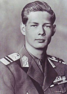 20 year old King Michael of Romania. 1941 & 20 year old King Michael of Romania. King Michael Romania, History Of Romania, Romanian Royal Family, Old King, Central And Eastern Europe, Royal House, 90th Birthday, European History, King Queen
