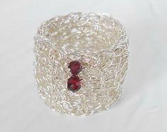 Rubinring Silberring Silberdrahtring mit Rubin gehäkelt gehäkelter Silberdrahtring Rubin