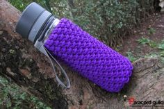 Chain sinnet bottle wrap: quick deploy, work directly from the spool Paracord Knots, 550 Paracord, Paracord Bracelets, Paracord Ideas, Parachute Cord, Woven Bracelets, Camping Crafts, Lace Making, Rainbow Loom