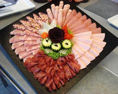 62 ideas for cheese platter presentation cold cuts Cheese Dishes, Cheese Platters, Tapas, Meat Platter, Food Carving, Food Garnishes, Party Buffet, Food Platters, Food Decoration