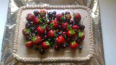 Sommer kage med friske bær