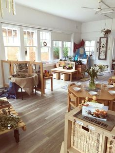 Reggio Emilia Classrooms for toddlers - Bing images Space Classroom, Eyfs Classroom, Toddler Classroom, Classroom Environment, Classroom Design, Classroom Decor, Montessori Classroom Layout, Montessori Homeschool, Classroom Setting