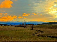 A sunrise over mt spokane