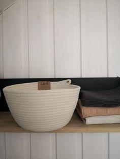 Panier naturel et fait main, à retrouver sur www.laen.be Create Your Own Website, Home, Handmade, Basket, Fabrics, Objects, Ad Home, Homes, Haus