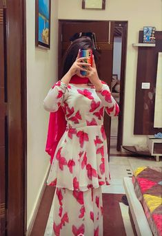 Beautiful Pakistani Dresses, Pakistani Dresses Casual, Pakistani Dress Design, Casual Dresses, Dress Indian Style, Indian Fashion Dresses, Indian Designer Outfits, Fancy Dress Design, Stylish Dress Designs