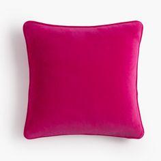 Cojín de terciopelo rosa. Pink velvet cushion.