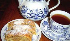 Jak udělat jablečný závin z tvarohového těsta   recept Czech Recipes, Sugar Bowl, Bowl Set, Tea Cups, Food And Drink, Tableware, Czech Food, Dinnerware, Tablewares