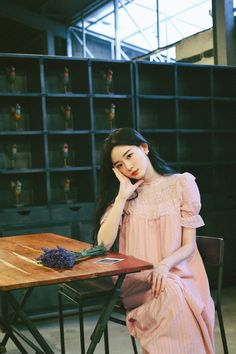 Backdrops, Backdrop Ideas, Fashion Illustration Sketches, Asia Girl, Beautiful Asian Girls, Her Style, Dress Skirt, Skirts, Model