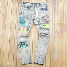 Denim Shirt With Jeans, Boys Jeans, Men's Jeans, Boy Fashion, Mens Fashion, Fashion Outfits, Fashion Ideas, School Pants, Painted Jeans