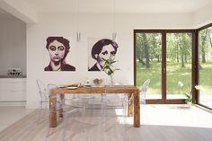 Surowe drewno - drewniany stół w nowoczesnym wnętrzu