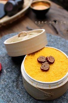 단호박 설기 Korean Rice Cake, Korean Dessert, Spicy Recipes, Asian Recipes, Cooking Recipes, Cookie Desserts, No Bake Desserts, Asian Desserts, Rice Cakes