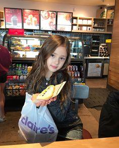 @ Starbucks in Missoula, Montana, USA ❤️ Beautiful Blonde Girl, Beautiful Little Girls, Cute Little Baby, Pretty Baby, Cute Baby Girl Images, Cute Young Girl, Cute Asian Babies, Asian Kids, Little Girl Models