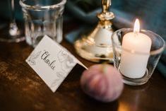 Mariage - Wedding - décoration de table shabby chic Tables Shabby Chic, Candle Jars, Candles, Decoration Table, Tea Lights, Weddings, Tea Light Candles, Candy, Candle