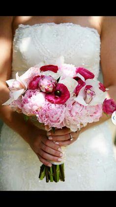 Blended flowers look great for a wedding bouqet