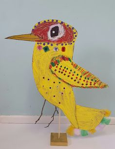 I was inspired by this post from Krokotak and this from the Crafty Crow . Birds and recycled cardboard. Cardboard Sculpture, Cardboard Art, Bird Sculpture, Cardboard Animals, Kids Art Class, Art For Kids, Ecole Art, Paper Birds, Bird Crafts