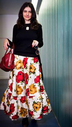 Você achou que já tinha visto tudo que é tipo de saia longa, né? Eu também. Mas olha o modelito que vi no corpo da Alice Ferraz: Primeira pergunta de uma fashionista cara de pau como eu: ONDE VOCÊ COMPROU??? A resposta decepcionante: Alice não comprou. A saia foi feita a mão anos atrás e …