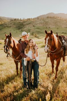 Country Couple Pictures, Cute Country Couples, Cute N Country, Cute Couple Pictures, Cute Couples, Engagement Props, Engagement Pictures, Fall Engagement, Couple Photography