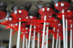 Google Image Result for http://3.bp.blogspot.com/-BEmK268E1as/T3B_74ZL9SI/AAAAAAAABfM/C_G86jXPqsY/s1600/Mickey%2BMouse%2BCake%2BPops.jpg